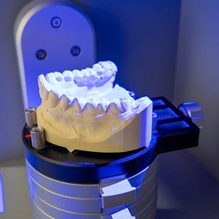 R&M Dentallabor CAD CAM 8.jpg