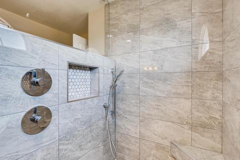 3817 White Castle St Las Vegas-large-001-001-2nd Floor Primary Bathroom-1500x1000-72dpi.jp