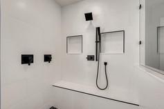2301 Silver Bluff Ct Las Vegas-large-010-006-2nd Floor Primary Bathroom-1500x1000-72dpi.jp