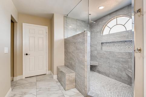 3817 White Castle St Las Vegas-large-005-006-2nd Floor Primary Bathroom-1500x1000-72dpi.jp