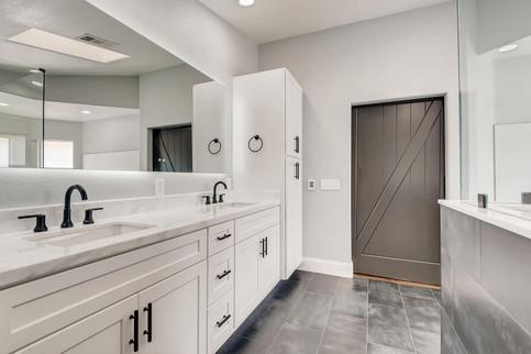 2301 Silver Bluff Ct Las Vegas-large-002-002-2nd Floor Primary Bathroom-1500x1000-72dpi.jp