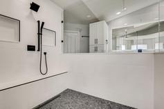 2301 Silver Bluff Ct Las Vegas-large-008-008-2nd Floor Primary Bathroom-1500x1000-72dpi.jp