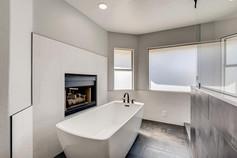 2301 Silver Bluff Ct Las Vegas-large-006-007-2nd Floor Primary Bathroom-1500x1000-72dpi.jp