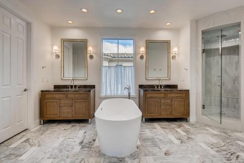 11304 Golden Chestnut Place-large-004-001-Primary Bathroom-1500x1000-72dpi.jpg