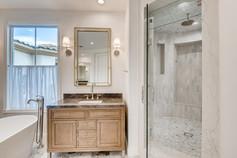 11304 Golden Chestnut Place-large-008-011-Primary Bathroom-1500x1000-72dpi.jpg
