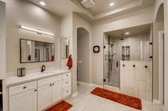 1371 Panini Dr Henderson NV-large-008-008-Primary Bathroom-1500x1000-72dpi.jpg