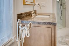 11304 Golden Chestnut Place-large-011-009-Primary Bathroom-1500x1000-72dpi.jpg