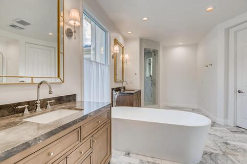 11304 Golden Chestnut Place-large-002-002-Primary Bathroom-1500x1000-72dpi.jpg