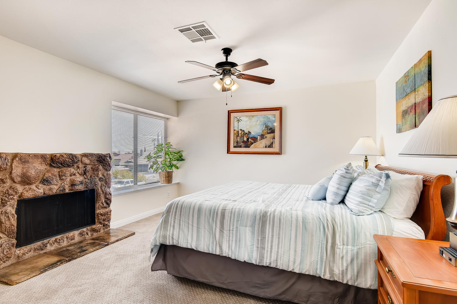 8129 Spur Ct Las Vegas NV-large-015-017