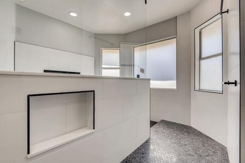 2301 Silver Bluff Ct Las Vegas-large-009-009-2nd Floor Primary Bathroom-1500x1000-72dpi.jp
