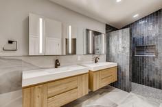 7651 Siesta Grande Ave Las-large-005-002-Primary Bathroom-1500x1000-72dpi.jpg