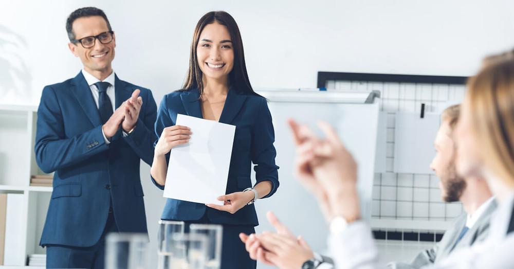 Tạo động lực cho nhân viên bằng các chương trình khen thưởng thường xuyên