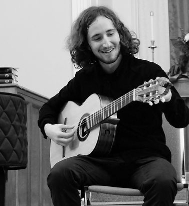 max mondzac is a guitar teacher