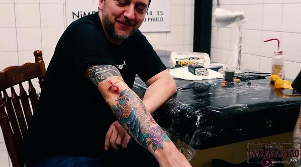 Gastao Tatuagem Coruja Fly by Night.jpg