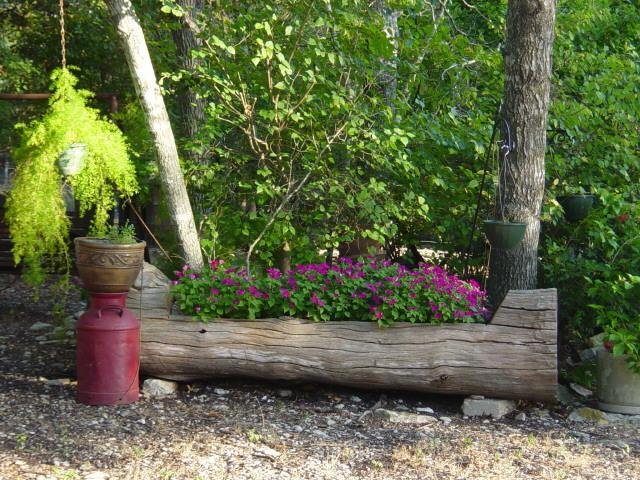 log+planter9043.jpg