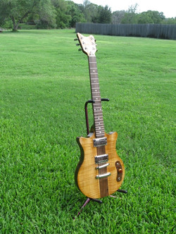 Dan+Walnut+guitar+RAY1.jpg