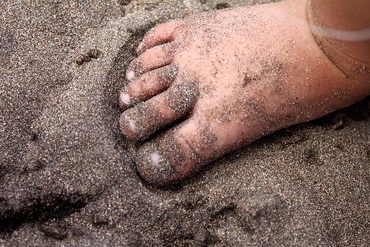 feet-2379302.jpg