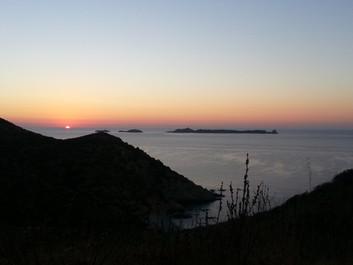 Alba su isola di Serpentara