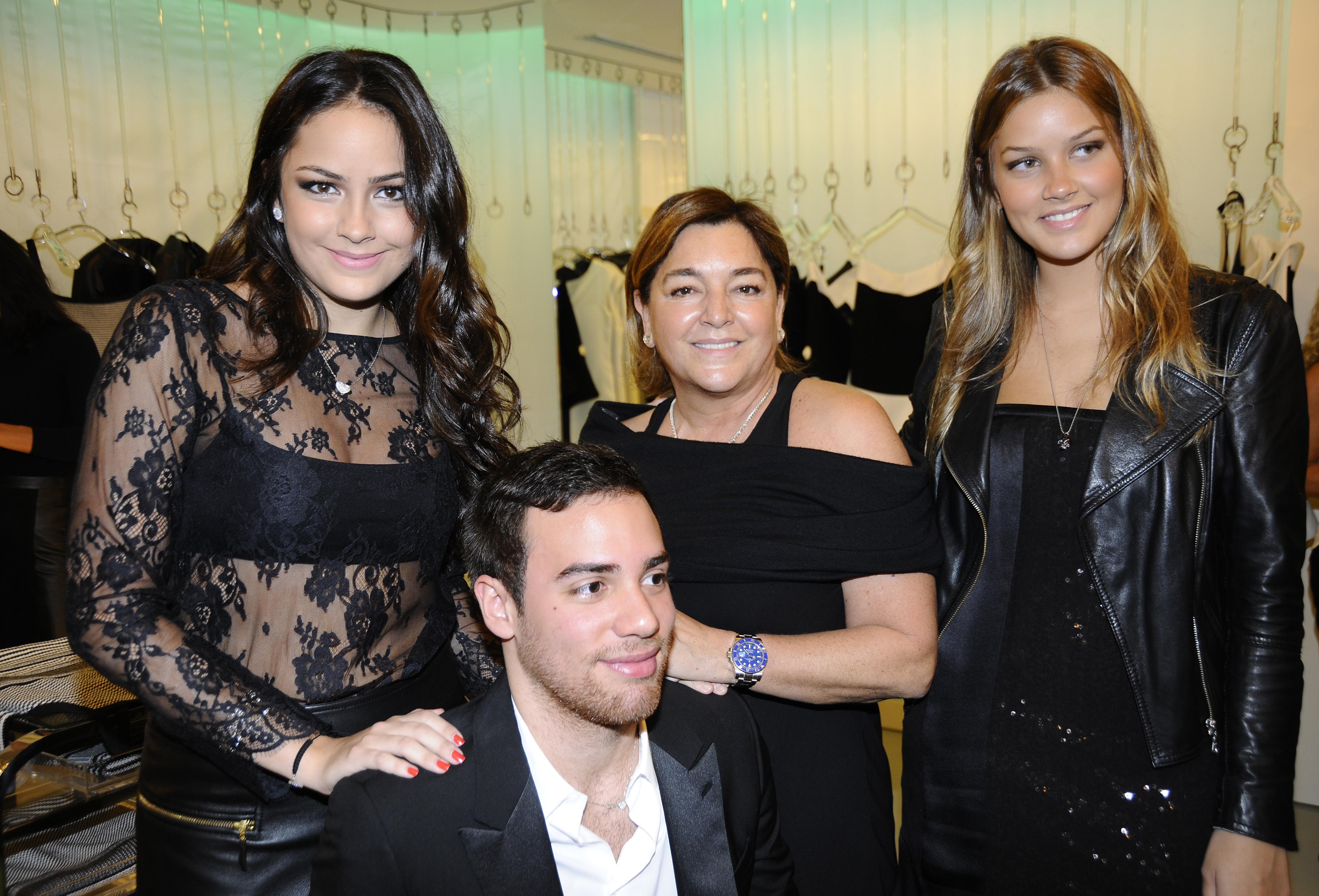 Luciana, Eliana e Marcella Tranchesi e Pedro Lourenço