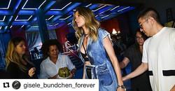 #Repost _gisele_bundchen_forever with _repostapp_・・・_⭐Bastidores da nova campanha _colccioficial est