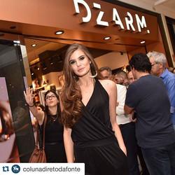 #Repost _colunadiretodafonte with _repostapp._・・・__camilaqueiroz também está na abertura da loja da