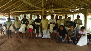 Entrega de materiais para auxilio na coleta de castanha.