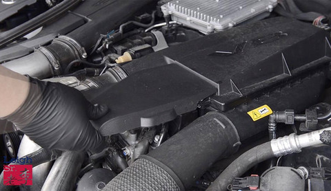Remove the engine's right cover