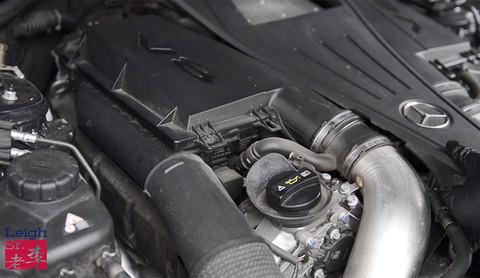 Remove the engine's middle cover