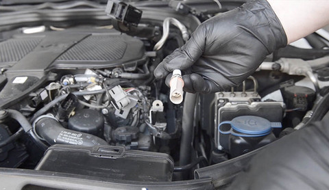 Install the spark plug of 6th cylinder