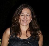 Rossana Longo, Directora de Servicios en Español