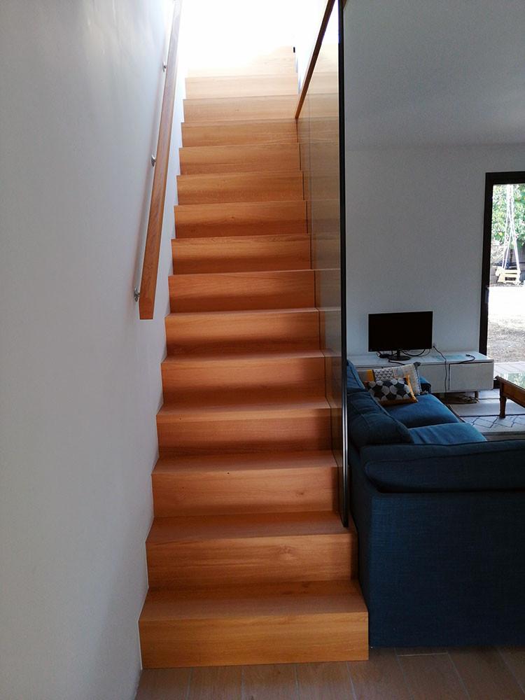 Escalier chêne et garde corps en verre