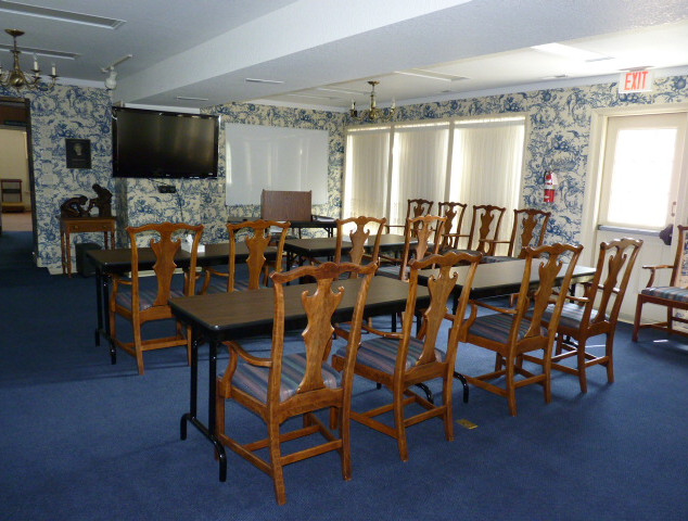 Meeting room where seminars are held [holds up to 40 people]