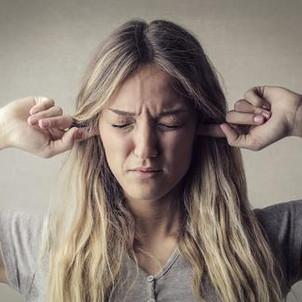 Tapotement, sifflement, mastication… quand le bruit des autres devient insupportable