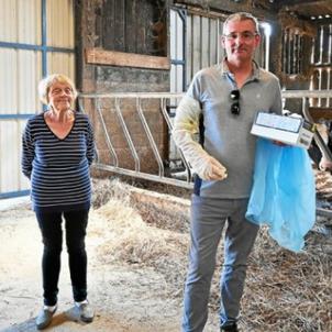 400 gants de vêlage : le don insolite de dentistes à des agriculteurs de leur région