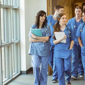 Ces jeunes Français qui vont étudier la médecine en Espagne
