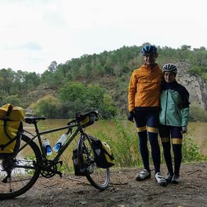 Ce couple d'étudiants en dentaire part pour un tour d'Europe à vélo