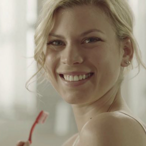 Dentiste, elle veut révolutionner les traitements dentaires avec des produits d'hygiène au cannabis