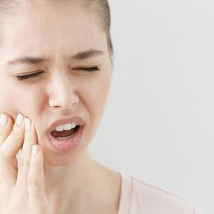 Son abcès dentaire se transforme en infection au cerveau et manque de lui coûter la vie