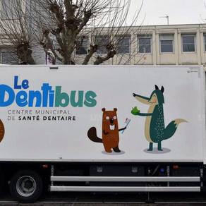 À Strasbourg, les dentistes viennent à la rencontre des écoliers à bord du DentiBus