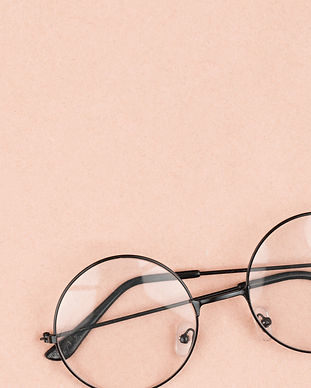 Round%20hipster%20sunglasses%20on%20pink