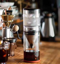 冰滴,不再只是咖啡的專利!X5 將帶領你用更多元的創意去跨界探索不同的風味,創造出屬於你自己的風味外,也不再受限於傳統的束縛,用最精粹的態度去發現冰與熱、咖啡與茶的美好界線。
