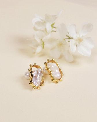 Maris pearl earring (18k gold)