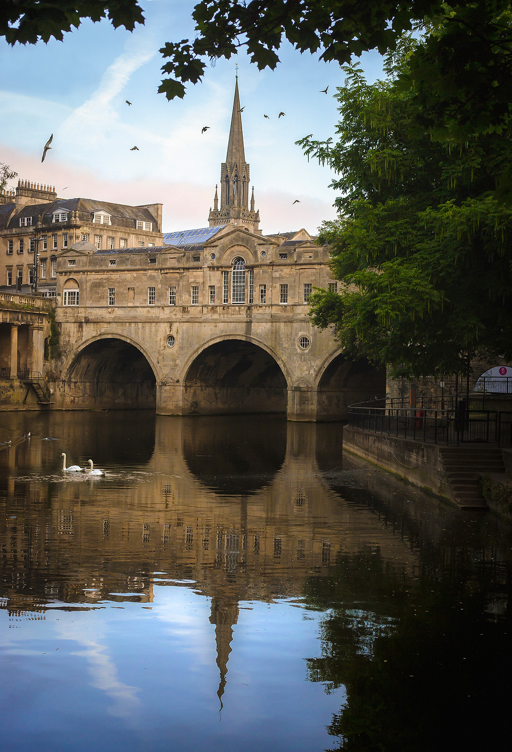 City of Bath, England. Pulteney Weir boat trip along the riverl. Activities for children, summer holidays