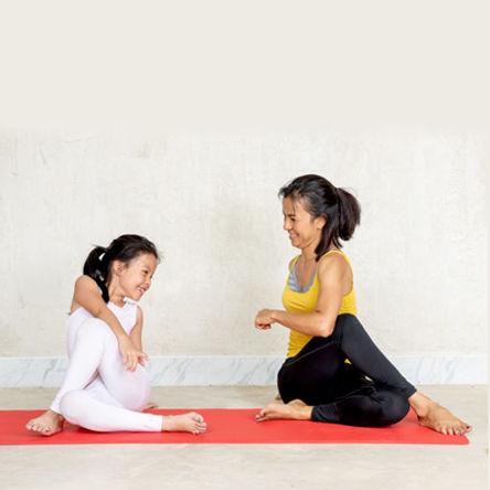 family-yoga-feat.jpeg