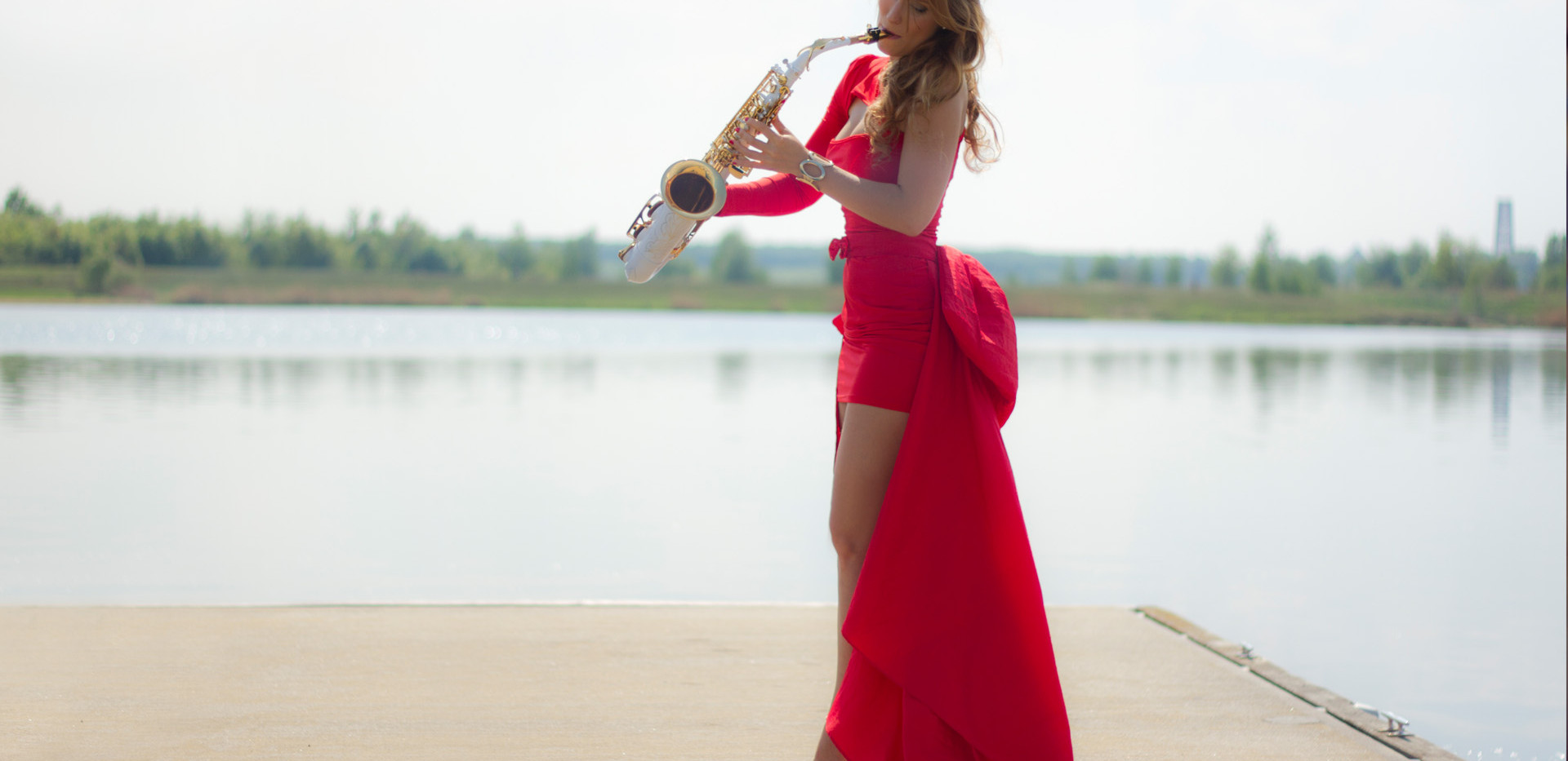 saxophonistin,kleid,rot.jpg