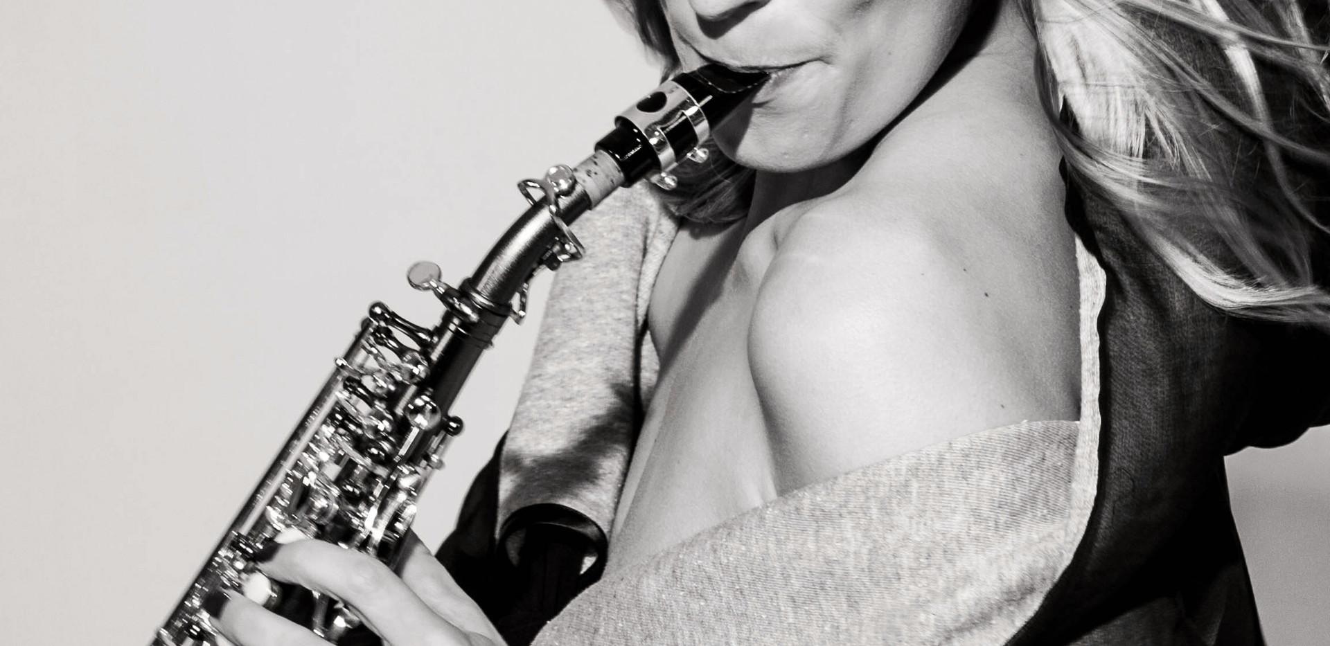 saxophonistin.jpeg