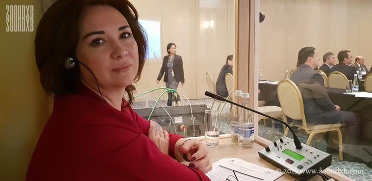 Russian Interpreter in Booth Dubai 1024x