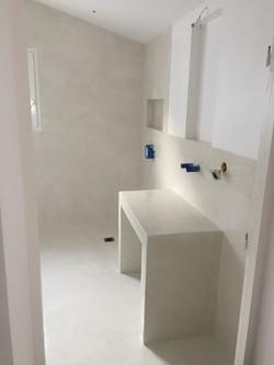salle de bains béton ciré blanc