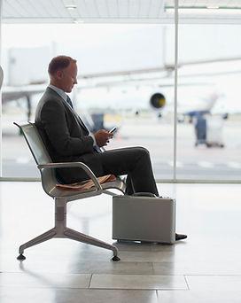 sentado en el aeropuerto