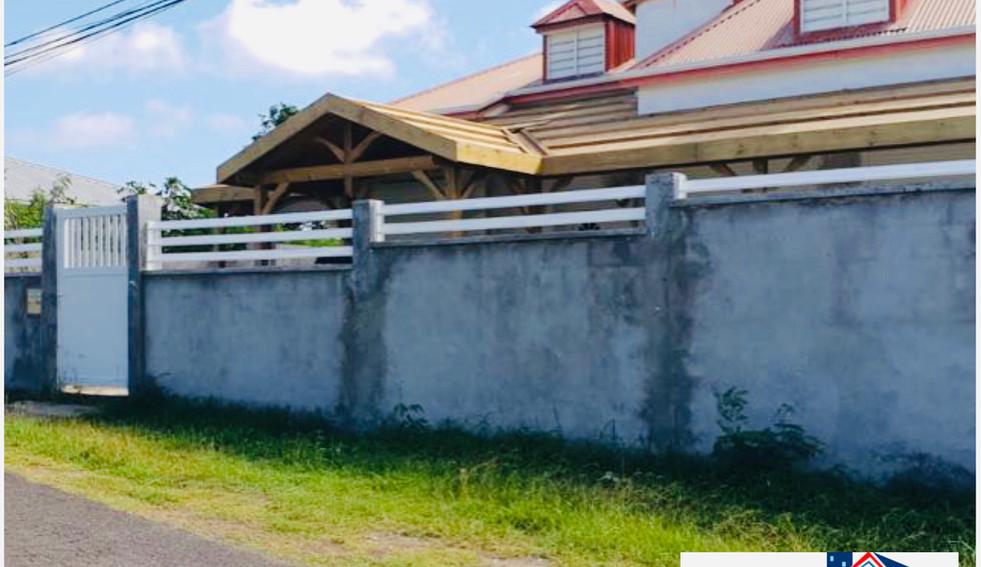 Agencement d'une terrasse à Petit-canal - travaux